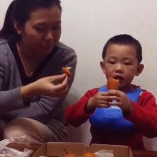 #走哪吃哪##美食##给我十秒晒饭##宝宝#U乐国际娱乐今晚的晚餐—我们最爱吃的披萨🍕!
