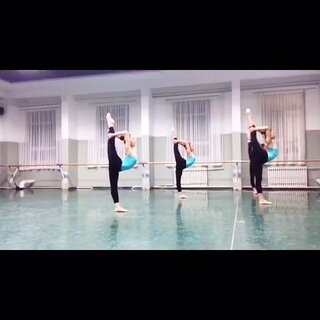 #期末考你怕了吗##中专#小孩子们的#期末考试#,用的南舞经典#U乐国际娱乐#,这可比#每日瑜伽#强多了,正在与南舞比美,这样的#舞蹈#必须上热门,求各路大神转发,给豆豆们一些鼓励。关注我看我美拍里的各种美丽#舞蹈#,给个赞。