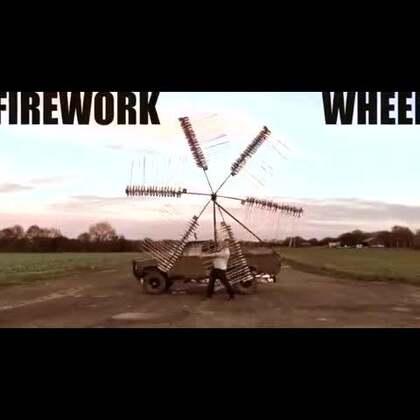 #涨姿势#英国男子用1420支烟花制作风车,点燃后酷炫到爆!