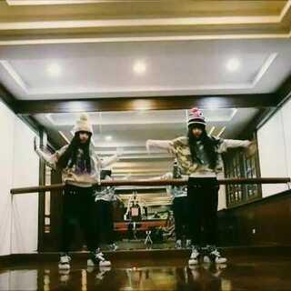 #舞蹈##BIGBANG在美拍##good boy##双胞胎姐妹花# VIP家人給我八個贊😘❤❤❤❤❤歌名→→good boy!👏〔左邊妹妹右邊姐姐〕