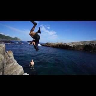 #跑酷环球旅行#《走近台湾》第二篇,寻找龙洞。玩悬崖跳水。用跑酷人的方式带你去#旅行#,报名及合作咨询微信:freerunning