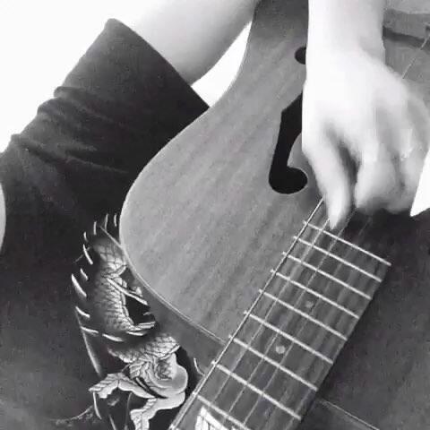 【H_PZ美拍】#音乐##吉他弹唱#歌名:헤어지지...