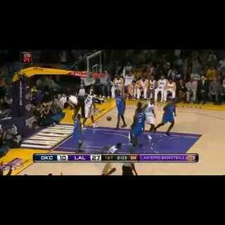 #NBA在线#科比一球就把哈登吓坏!真淡定,神一般的湖人替补席!#NBA##科比#