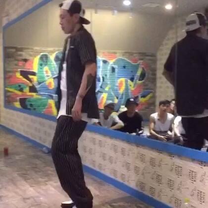 来一个 中国好舞蹈的 杨文昊老师来我们昆明授课视频 应该就我有这个视频吧!别错过哦#舞蹈课#