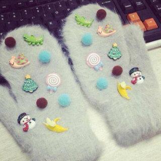 #把手套套在脚上#我的手套萌不萌?😉😉