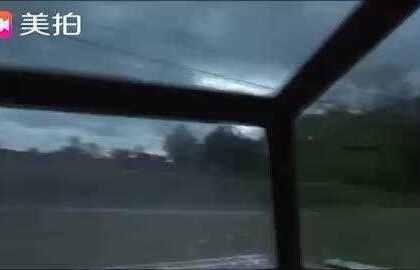 好可怕的龙卷风!!!天啦噜!!!!