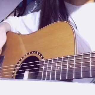 #音乐##用筷子弹吉他##如果这都不算爱#凭感觉试试 ✋好像可以玩👧