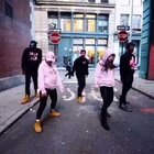 Music:<Senile>by Young Money;Tyga:Nicki Minaj;Lil Wayne. 这只编舞的完成完全出自个人对这首音乐的喜爱,音乐风格很underground,很多黑人的Slang. 谢谢@GRAF原创品牌 提供的赞助…希望大家能喜欢#舞蹈##hiphop#