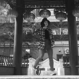 #舞蹈##春节##夜来香##陶喆##海外游子#本少女(?)人生第一次编撩妹舞 选了中文歌曲大年二十九和@HARU-Lee跑到了横滨中华街 算是海外游子春节献礼然而春节假貌似已经放完了 嘛 选这首歌是因为妈妈最喜欢这朵花儿 嘛 当时没敢告诉haru我冷得鼻涕流到胡子上去了