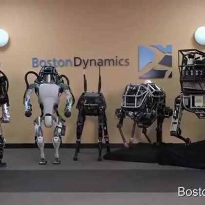 #谷歌机器人Atlas#谷歌近日发布了最新一代人性机器人的视频,它能在崎岖不平的山坡自如地行走,平衡能力也十分惊人,在打滑甚至被踢的情况下仍能维持住姿态,最重要的是脾气好,被谷歌的工程师踹了N次还不会发火Orz...👻陆宁