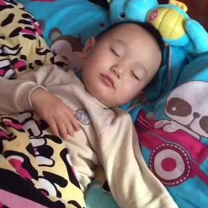 #5分钟美拍#四年才发一次的视频,必须来一个懒的,哈哈#起床气#😂还有#宝宝辅食#水蒸蛋的做法!哈哈~简直太好吃了,专治#宝宝起床气#😏😏😏