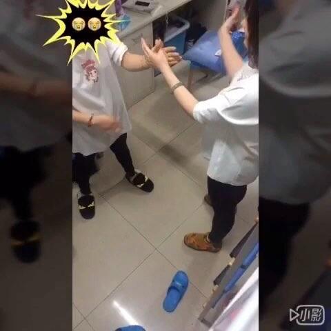 【Mushroom🍄🍄美拍】#变态打手背比赛#宝宝心里苦可是...