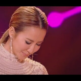#来芒果tv看我是歌手#歌手李纹,她虽然不是我的偶像,但是我很欣赏她的职业精神,在声音都几乎发不出来时,还有勇气去上台为台下的粉丝们演唱!😥😥😥