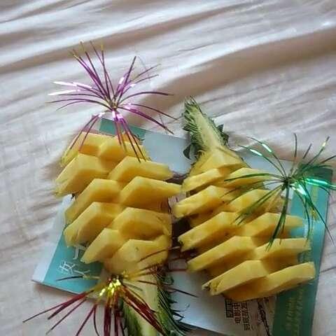 随手美拍##美食##水果##菠萝#自己切的,还蛮好看~^ω ...