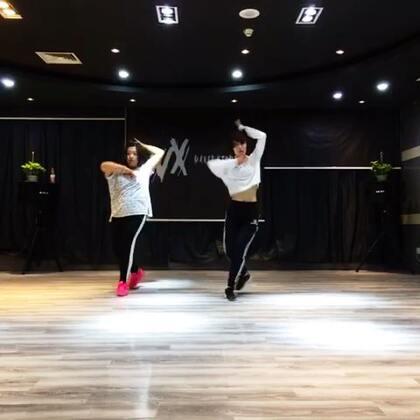 #舞蹈#@西安VX街舞工作室 今天和悦悦美女录了一个课堂视频,她是我们最勤奋 认真的学生,每周周内都会必到,看看是不是跳的很好,很进步。👏👏👏在哪里?😃😃😃😃😃😃😃😃