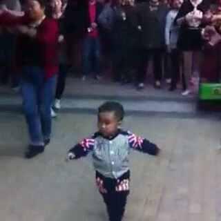 3岁小孩跳广场舞👍👍👍 @美拍小助手 #搞笑##逗比##搞笑新人王##我要上热门##模仿小胖大赛##表情包斗图大赛##宋小宝#