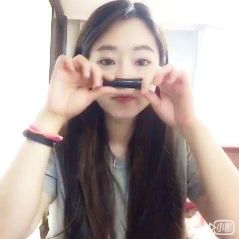 【李小玥小姐在韩国美拍】#反手涂口红#哈哈哈。😁😁