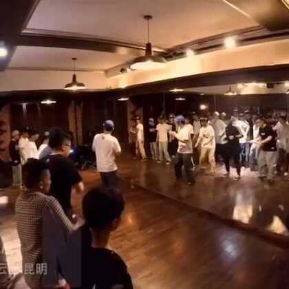 hozin韩国POPPIN大师来昆明授课 大家可以看看视频感受下气氛 喜欢舞蹈喜欢我视频的点赞哦👇👇👇#街舞##随手美拍#