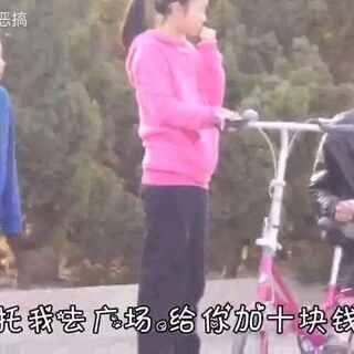 #直播整蛊#强上陌生人自行车,各种反应笑丢了