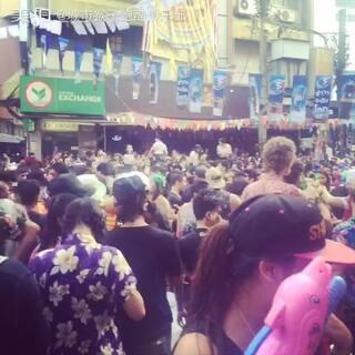 泰国曼谷,考山路,泼水节现在进行时!#泼水节##泰国泼水节##旅游#