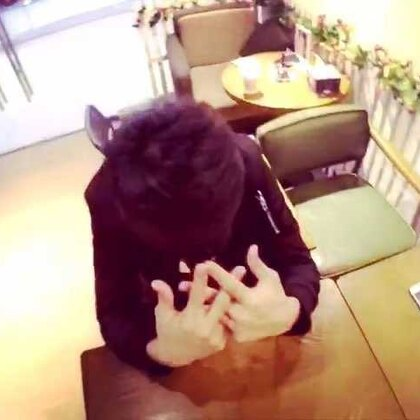 手指舞遇到转笔。手活艺术,哈哈@-Nope @颜语利