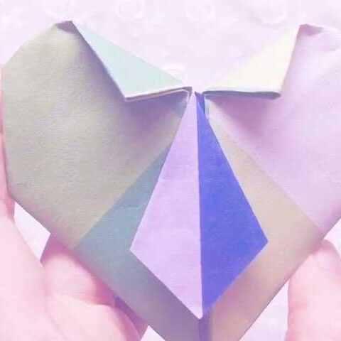 打领带的爱心折纸,非常有趣的爱心折纸,方法也不难哦,准备一张 手工视频 爱手工的小番茄的美拍