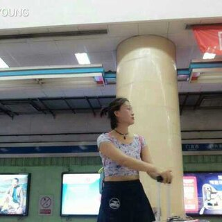 #跑男舞挑战#地铁站偷偷的站一站哈哈