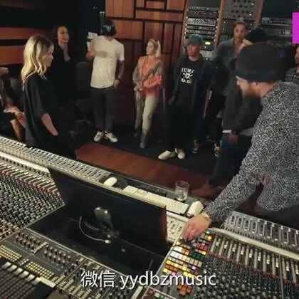 """#热门##音乐#贾老板Justin Timberlake强势回归首单Can't Stop the Feeling!这首歌也是他配音电影《丑娃》的原声,MV众星云集——《生活大爆炸》中的Raj、《完美音调》的女主角也在""""翩翩起舞""""~周六到了,一起来欣赏一下这首欢乐又funky的歌吧~"""