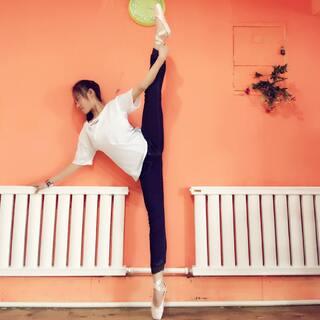 最用功的学生#舞姿大比拼##舞姿##第一张照片#