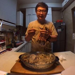 短视频真人秀版#菜市场博物学#,今天聊聊皮皮虾的故事,大宝老师和他心爱的厨房一起出镜啦~欢迎转发分享!☺☺