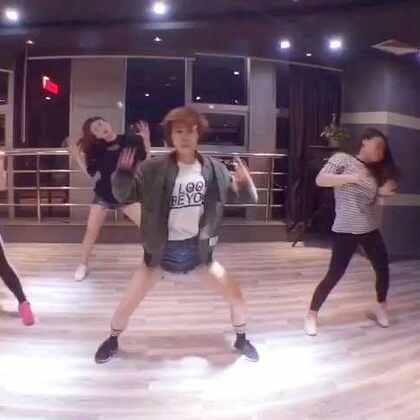 #IM舞蹈# 教了一段Mina 的舞,大家进步还是蛮大的。加油,亲爱的们,@西安VX街舞工作室