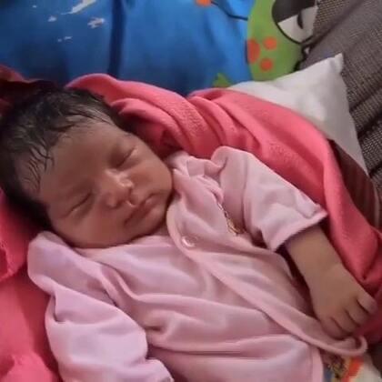欢迎收看#联合国周刊#!厄瓜多尔灾区每天都有大约100名婴儿出生;联合国呼吁关注城市难民的困境;2015年,128名维和人员献出了宝贵的生命。