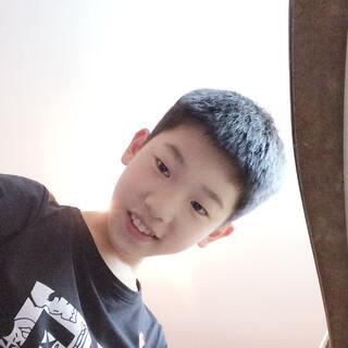 #00后交友#我叫陈珀,来自温州,我覺得我長得還不錯。願意和我做朋友的私聊。