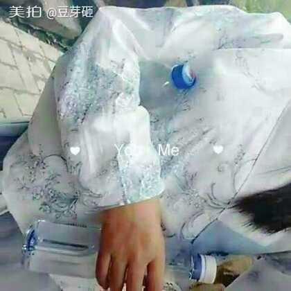 木有人给我拍视频~只好自拍~结果发现自己手短,然后只好甩啊甩~苏州的天气穿一件单层袄裙~刚刚好~现在的大家对汉服接受度很高呢~第一次穿出门没有被围观哟~也没有异样的眼光~#汉服##随手美拍##汉服日常#