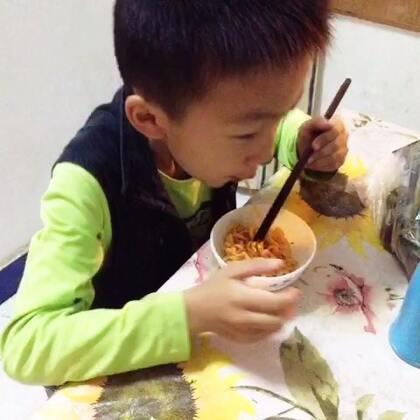 看弟弟吃面😄😄😄#直播吃饭##直播吃东西##火鸡面##挑战火鸡面#