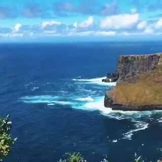 这部个人纪录片《航海大西洋》终于和大家见面。拍摄过程中特别幸运的拍摄到了许多珍贵的镜头,其中有些镜头的拍摄带有一定难度和风险。还好,经历了种种困难终于将此作品呈现给大家,希望大家多多支持!#北大西洋##美拍大师##航海##旅行##航拍##我要上热门#