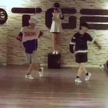 #EXO-monster# 新歌,新歌。跳起来。