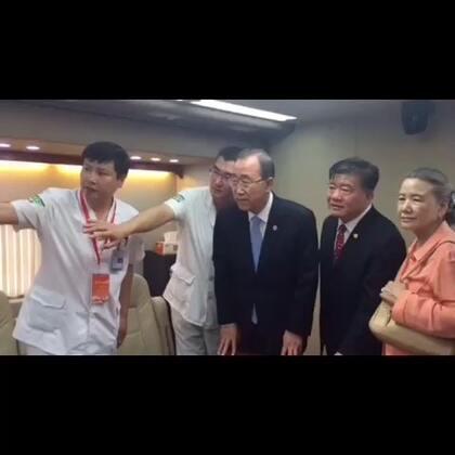 7月8日一早,秘书长潘基文来到北京市999紧急救援中心,了解中国的紧急医疗救援系统运作。