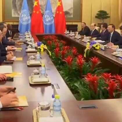 欢迎收看#联合国周刊#!本周,秘书长潘基文对中国进行就任以来第十次访问;刚果民主共和国可能再度面临暴力和不稳定问题;厄尔尼诺现象在非洲同时造成了严重的旱情和洪涝灾害。