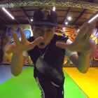 """这次尝试了新舞种 来自""""防弹少年的(绝了)因为才学了两次就拍,跳的不太好大家凑合看吧,视频里修地板的大叔抢镜成功完全不屑我们😂😂😂还有想知道.大家喜不喜欢看我跳日韩男团的舞?喜欢请双击,以后长更新✌✌之前微信加满了 欢迎关注我的微博哦👉http://weibo.com/u/2139536045 #舞蹈##小虎#"""