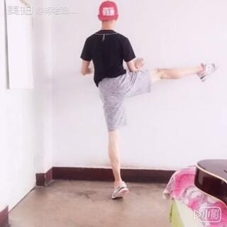挑战七指腿,不要在意那些细节🙈🙈🙈#七指腿挑战##完美七指腿##00后七指腿挑战##我挑战七指腿成功了##美拍表情文##我的朋友是逗比##逗比的日常##逗比的人生你不懂哈哈哈哈哈哈##搞笑##搞笑视频##搞笑自黑##宝宝##舞蹈#
