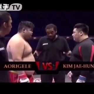 我爱#中国#。智障#韩国#。咱中国男孩打的太棒了!!!#拳击#这韩国棒子就是#扳手腕大赛#里的那🍉。#求上热门#不排除每个国家都有好人 但是这种人渣 真的想整死