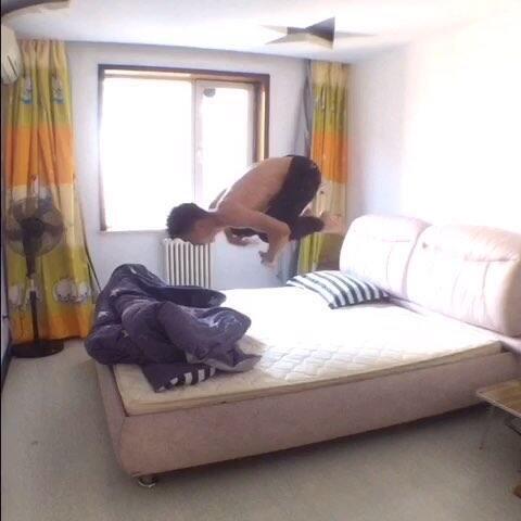 【敬方美拍】#奇葩上床#你们猜我干啥呢😏😏😏...