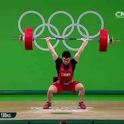 #中国奥运金牌榜##中国奥运健儿##全民为奥运加油#石智勇在抓举输1公斤的情况下,依靠强大的挺举实力👏最终以352公斤的总成绩如愿摘金👋👏帮助中国体育代表团赢得在里约奥运会的第八金👏你们都是中国的骄傲啊