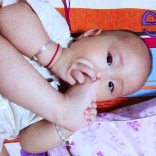 九个月➕1。 #爱吃脚丫的宝宝##微笑#
