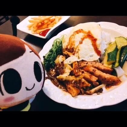 開動囉~黑胡椒素柳飯😀新北市淡水老街對面、英專路內的美味疏食!#美食#綠園素食
