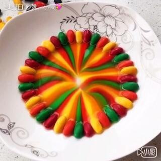 #随手美拍#原来彩虹糖真的可以变出彩虹😜#美食##彩虹糖的梦#送你一道彩虹🌈真的是好看又好玩。#彩虹糖的正确打开方式#👏👏👏