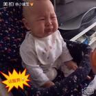 6个月+3天,#这酸爽#的苹果泥😂😂,今天寻思给#小缘宝#加餐一点水果,宝妈我是喜欢吃酸甜的苹果的,可是显然我爱吃的对#宝宝#来说还是太过#酸爽#,😂一次麻麻给你换甜点的哈#吃秀##直播宝宝吃饭##淘气宝宝##搞笑宝宝##最萌表情帝##表情包##宝宝成长记##宝宝辅食分享#