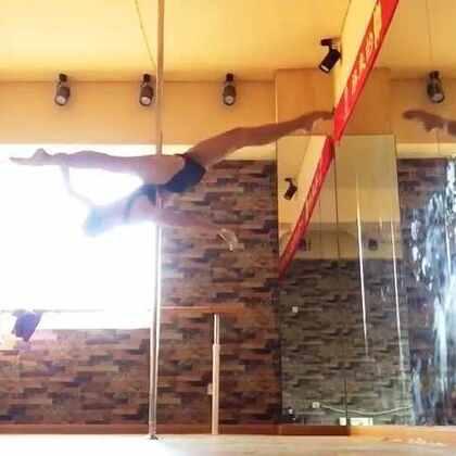 久違的Pole dance自主練習 太久沒練,做不了太多技巧,體力大不如前,嘆氣😭😭😭