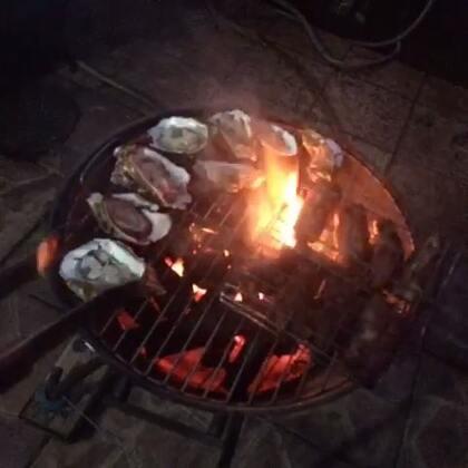 祝大家中秋节快乐呀哈哈哈哈哈哈,我昨天一直拍视频然后狂睡然后直接就烧烤了哈哈哈哈哈~棒棒哒~